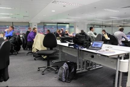 dentro de uma press room2
